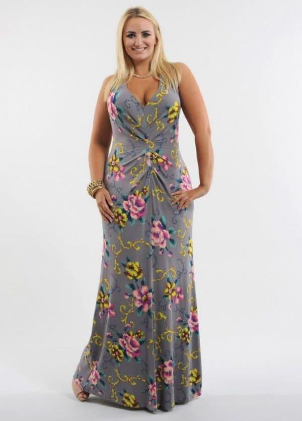 Трикотажное платье в пол для полной девушки