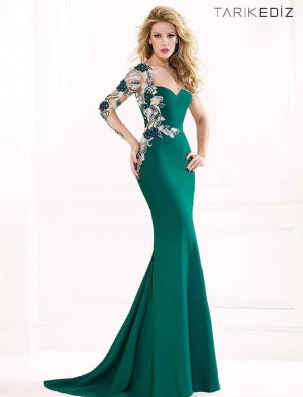 Платье зеленое со шлейфом