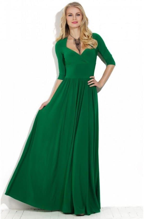 Платье в пол насыщенного зеленого цвета