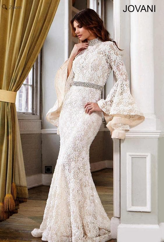 Роскошное свадебное платье с длинными рукавами