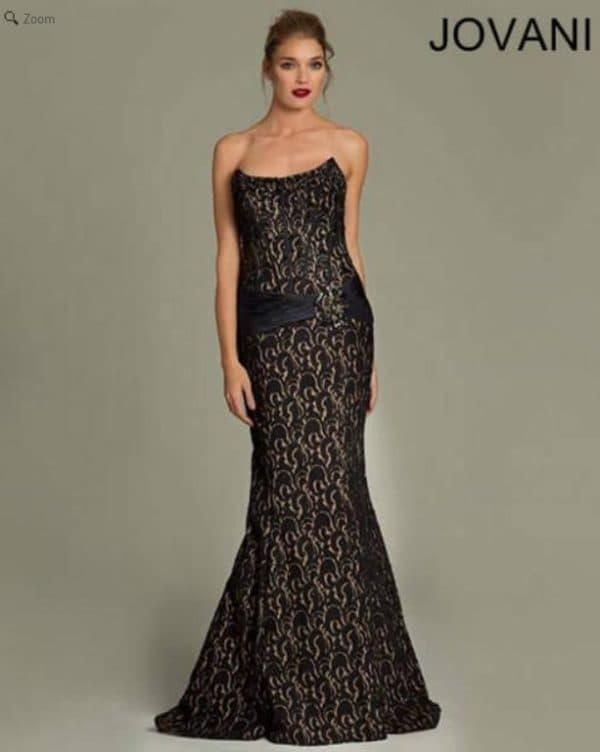 Откровенное вечернее платье в пол