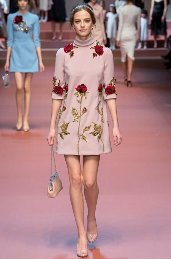 Розовое платье Дольче Габбана