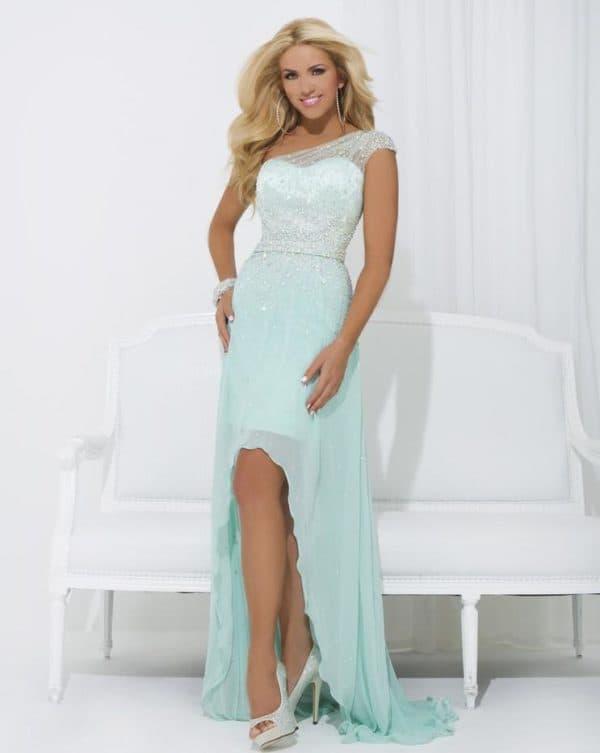 Красивое вечернее платье с асимметричной юбкой
