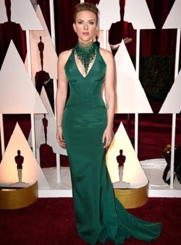 Скарлет Йоханссон в платье изумрудного цвета