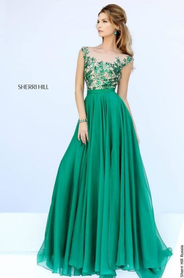 Длинное платье изумрудного цвета
