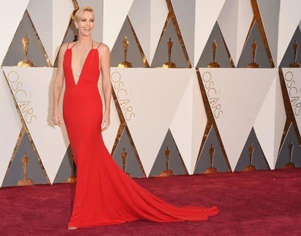 Длинное красное платье на премии ОСКАР