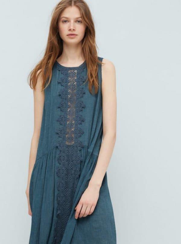 Недорогое длинное платье в кружевом