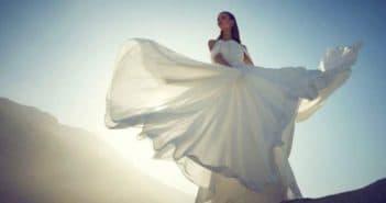 Белое шифиновое платье в пол
