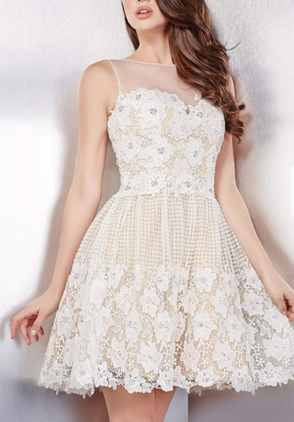 Белое платье на последний звонок