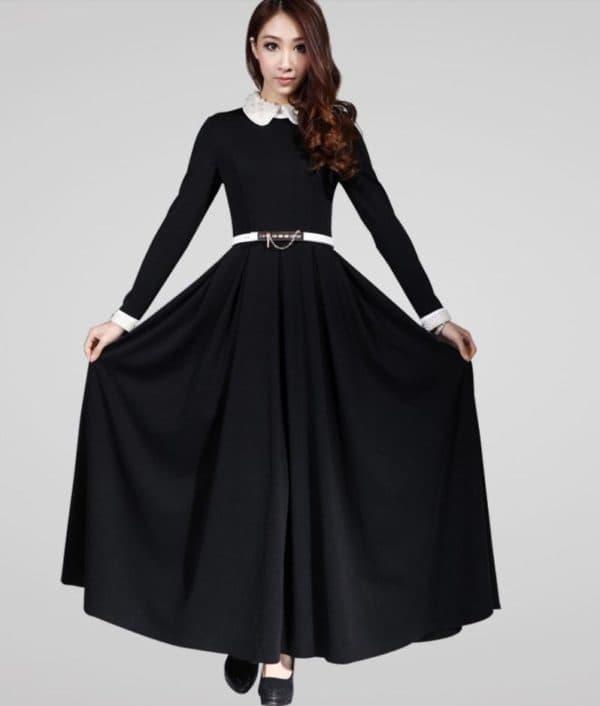 Длинное черное платье со светлым воротником