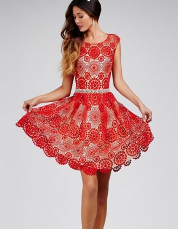 Красное платье на последний звонок