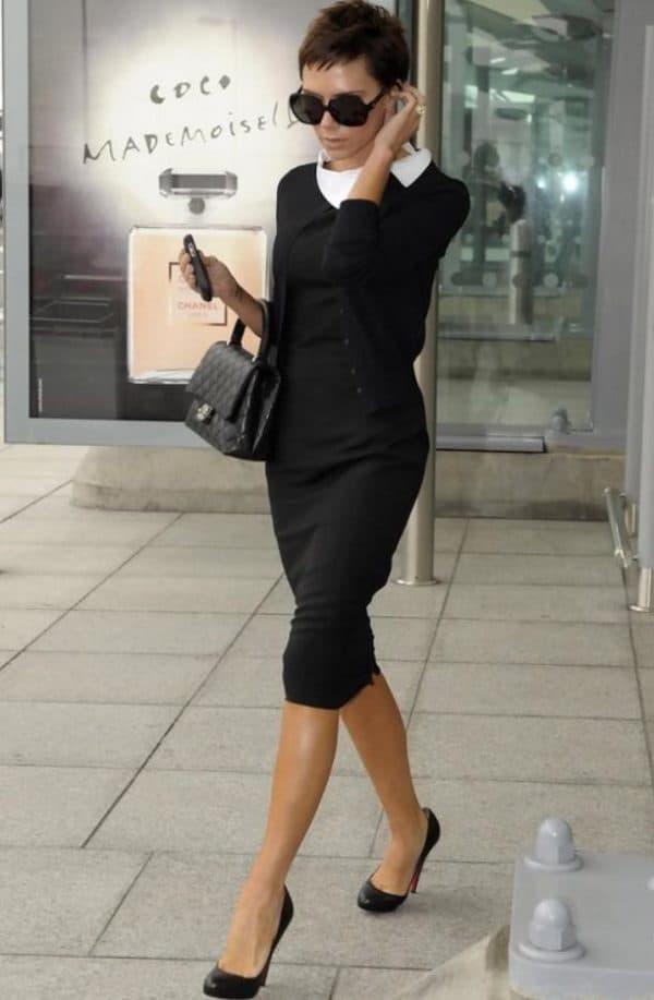 Звезда в черном платье с белым воротником