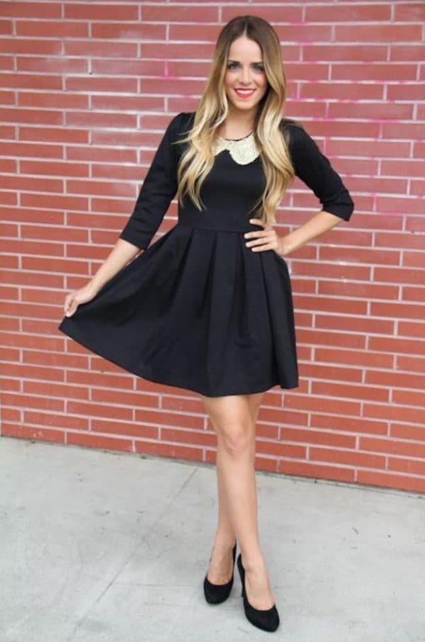 Школьное черное платье с белым воротником