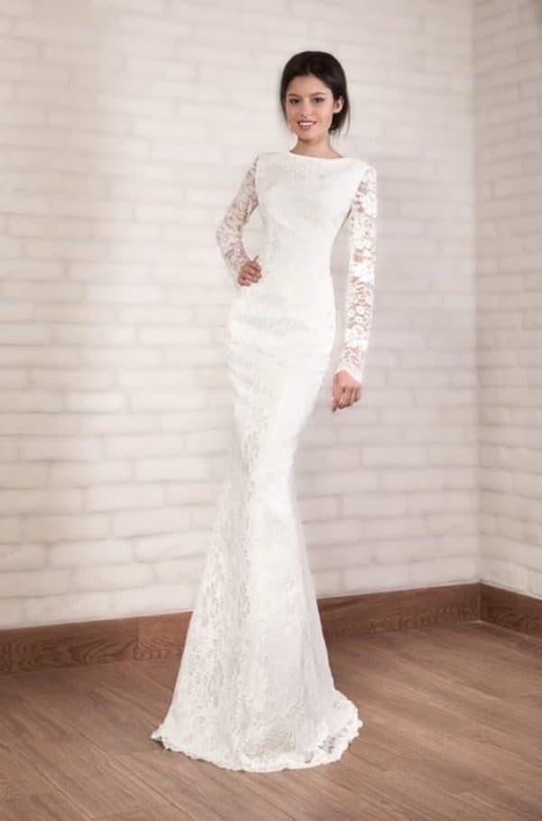 Белое облегающее свадебное платье