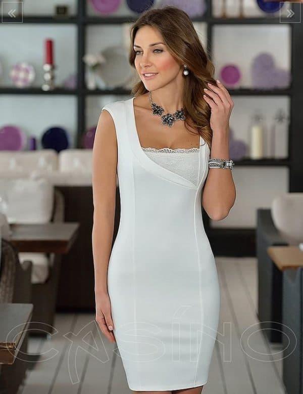 Белое платье миди длины
