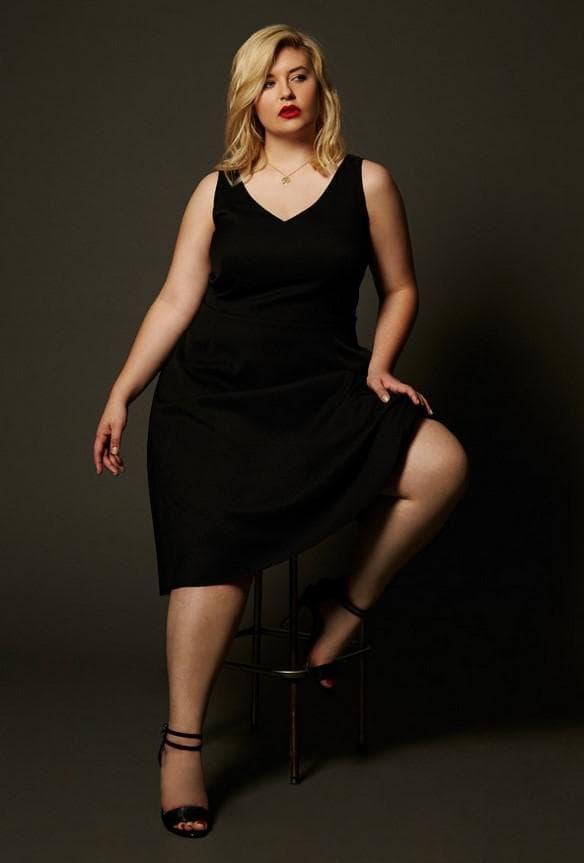 Вечернее платье миди для полной женщины