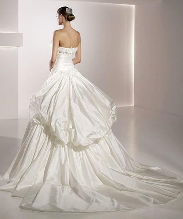 Шикарное атласное платье невесты
