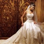 Новые тренды в мире атласных свадебных платьев