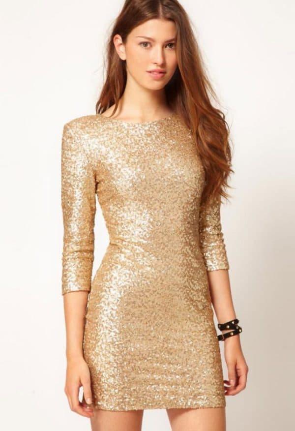 Короткое платье цвета золотой песок