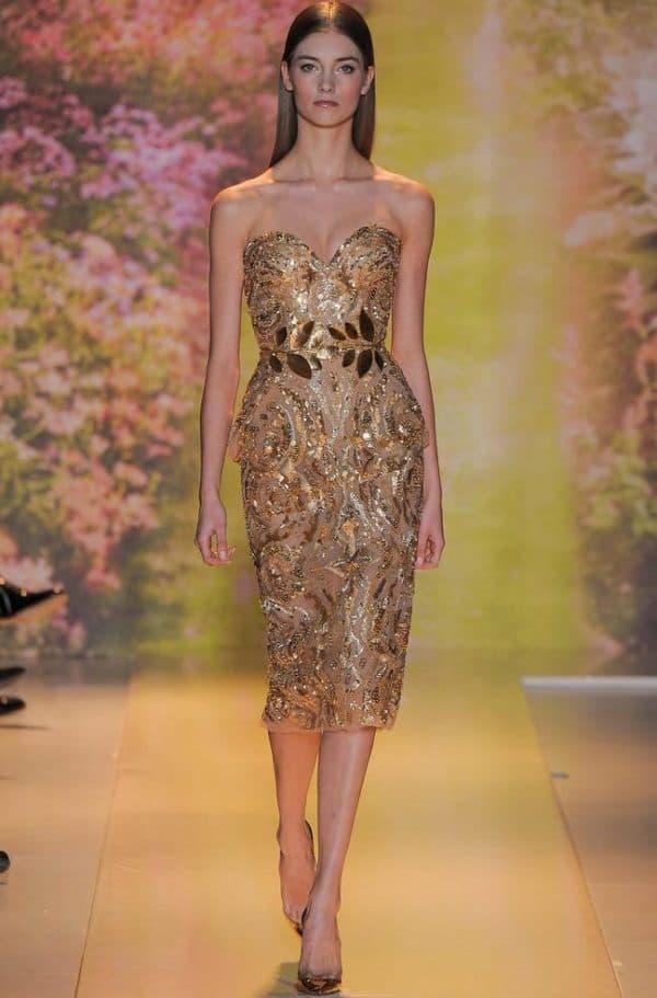 Платье золотого цвета миди длины