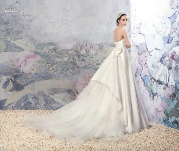 Свадебное платье с царственным шлейфом