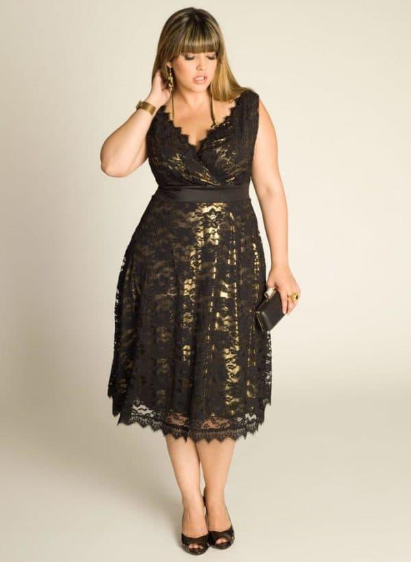 Гипюровое платье с золотым подкладом большого размера
