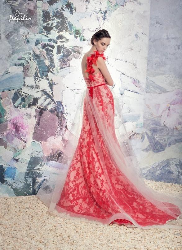 Красное платье невесты со шлейфом