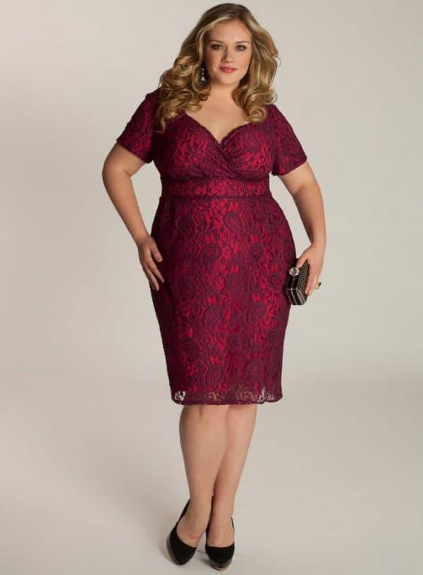 Платье футляр красного цвета из гипюра