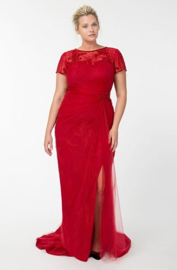 Красное платье годе из гипюра для полной женщины