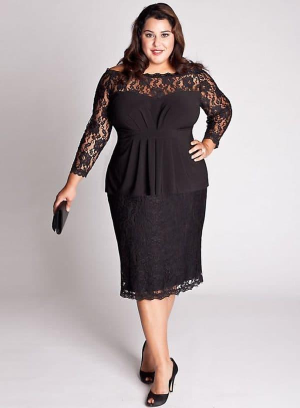 Гипюровое платье с баской для полных женщин