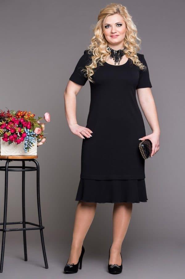 Чёрное офисное платье для женщин страше 50 лет