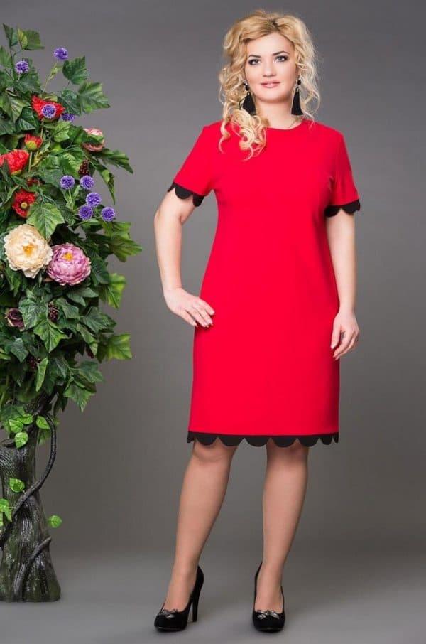 Красное платье в офисном стиле
