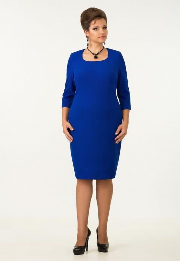 Синее платье в деловом стиле